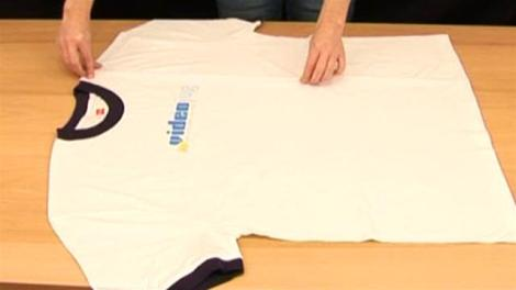 how-to-fold-a-t-shirt-in-2-seconds-2.WidePlayer (1)